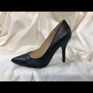Chinese Laundry Black Pointed Toe Pumps